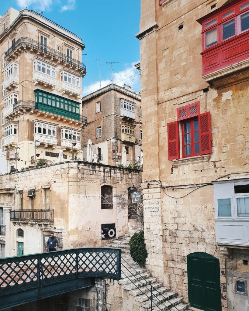 As an expat, it can be difficult to find a place to live in Malta within the boundaries of historic Valletta, but luckily there are plenty of new developments in nearby towns.